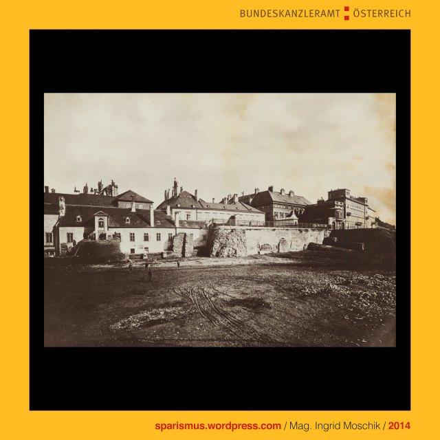 k.k. Hof- und Staatsdruckerei (1804-1918), Österreichische Staatsdruckerei (1918 bis heute), Charles Scolik sen. (1854 Wien – 1928 Wien), k.u.k. Hof-Photograph (1892), Wien I. Innere Stadt, Franz-Joseph-Kaserne (1857-1900), Franz-Josefs-Kai (1. Mai 1858 bis heute), Wien I. Innere Stadt, Stadtgraben, Schottentor, Mölker Bastei, Wien I. Innere Stadt, Wienkanal, Wien II, Leopoldstadt, Untere Donaustrasse (1857 bis heute), Kaffeehaus Jüngling, Praterstrasse (1862 bis heute), Gasthof Zum Goldenem Lamm, Kaffeehaus Fetzer, Wien I. Innere Stadt, Salzgries, Salzgries-Tor, Salzgries-Kaserne (1745-1880), Salztorgasse, Kirche Maria am Gestade (1200 bis heute), Wien I. Innere Stadt, Wien VIII., Josefstadt, Josefstädter Glacis, kurz Am Glacis (1826-1862), Am Paradeplatz (1862-1872), Rathausstrasse (1872-1877), Landesgerichtsstrasse (1877 bis heute) , Kaiser-Franz-Joseph-Militärparade am 18. August 1860, Wien I. Innere Stadt, Mölkerbastei Mölker Bastei (1531-1871), Schottenbastei, Schottentor, Benediktinerabtei Unserer Lieben Frau zu den Schotten, Schottenstift (1155 bis heute), Wien I. Innere Stadt, Stubenbastei, Stubentor, Weiskirchnerstrasse (1932 bis heute), Weiskirchnerstrasse (äussere Wollzeile), Wienfluss, Stubenbrücke, Wien III. Landstrasse, Landstrasser Hauptstrasse, Verbindungsbahn (1857 bis heute), The Austrian Federal Chancellery, Bundeskanzleramt Österreich, BKA, .KUNST bundeskanzleramt, www.art.austria.gv.at, Ballhausplatz 2, Sparismus, Sparen ist muss, Sparism, sparing is must, Art goes politics, Zensurismus, Zensur muss sein, Censorship is must, Mag. Ingrid Moschik, Staatsmündelkünstlerin, Mündelkünstlerin, Konzeptkünstlerin, Politkünstlerin, Reformkünstlerin, 38000-Künstlerin, 38000-artist, art-ist-38000, Konzept-38000-Künstlerin, Kunstleitzahl 38000, KLZ 38000, art routing code 38000, ARC 38000
