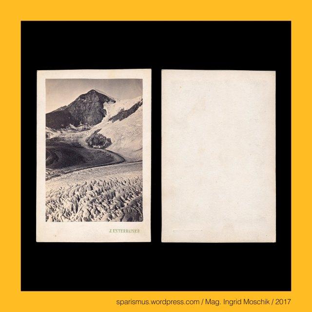"""Johann Unterrainer, Johann Unterrainer – Windischmatrei, Johann Unterrainer – Lienz, Johann Unterrainer (1848 Matrei – 1912 Lienz) – österreichischer Fotograf in Windischmatrei und Lienz, Johann Unterrainer (1848 Matrei – 1912 Lienz) – Fotograf in Windischmatrei (1872-1896) und Lienz (1896-1912), Kärnten – Glocknergruppe – Pasterze, Kärnten – Glocknergruppe – Grossglockner (3798 m), Kärnten – Glocknergruppe – Johannisberg (3453 m), Kärnten – Glocknergruppe – Fuscherkarkopf (3331 m), Kärnten – Glocknergruppe – Kleiner Burgstall (2709 m), Kärnten – Glocknergruppe – Mittlerer Burgstall (2933 m), Kärnten – Glocknergruppe – Hoher Burgstall (2972 m), Salzburg – Pongau – Kaprun, Salzburg – Pongau – Kaprun – circa 3200 Einwohner zählende Gemeinde an der Kapruner Ache, Salzburg – Pongau – Kapruner Ache – Katbrunnen – Chatprunnen (1188) - Chataprunnin (931) - Etymologie 1 """"Ort am Bach von murigem Wasser"""", Salzburg – Kapruner Törl = Kaprunner Thörl, Salzburg – Kapruner Törl = Kaprunner Thörl – Gebirgsübergang in den Hohen Tauern, Salzburg – Kapruner Törl = Kaprunner Thörl – Gebirgsübergang zwischen Tauernmoossee und Moserbodensee, Salzburg – Glocknergruppe – Eiser – Etymologie 1 """"Ort mit Eisenfund"""", Salzburg – Glocknergruppe – Eiser – Etymologie 2 """"Ort mit Eisdecke"""", Salzburg – Glocknergruppe - Kleiner Eiser = Kleineiser – 2897 m ü.A. hoher Berggipfel, Salzburg – Glocknergruppe - Hocheiser = Hoher Eiser – 3206 m ü.A. hoher Berggipfel, Osttirol – Venedigergruppe – Prager Hütte, Osttirol – Venedigergruppe – Prager Hütte (1872 bis heute), Osttirol – Venedigergruppe – Alte Prager Hütte (1872 bis 1876), Osttirol – Venedigergruppe – Neue Prager Hütte (1877 bis heute), Osttirol – Venedigergruppe – Grossvenediger, Osttirol – Venedigergruppe – Grossvenediger – stark vergletscherter Gipfel mit einer Höhe von 3657 m ü.A., Osttirol – Venedigergruppe – Grossvenediger (1797 bis heute) – Etymologie 1 """"von den Venedigern benutzter Gebirgspass"""", Osttirol – Venedigergruppe – Schlatenkees – in O"""